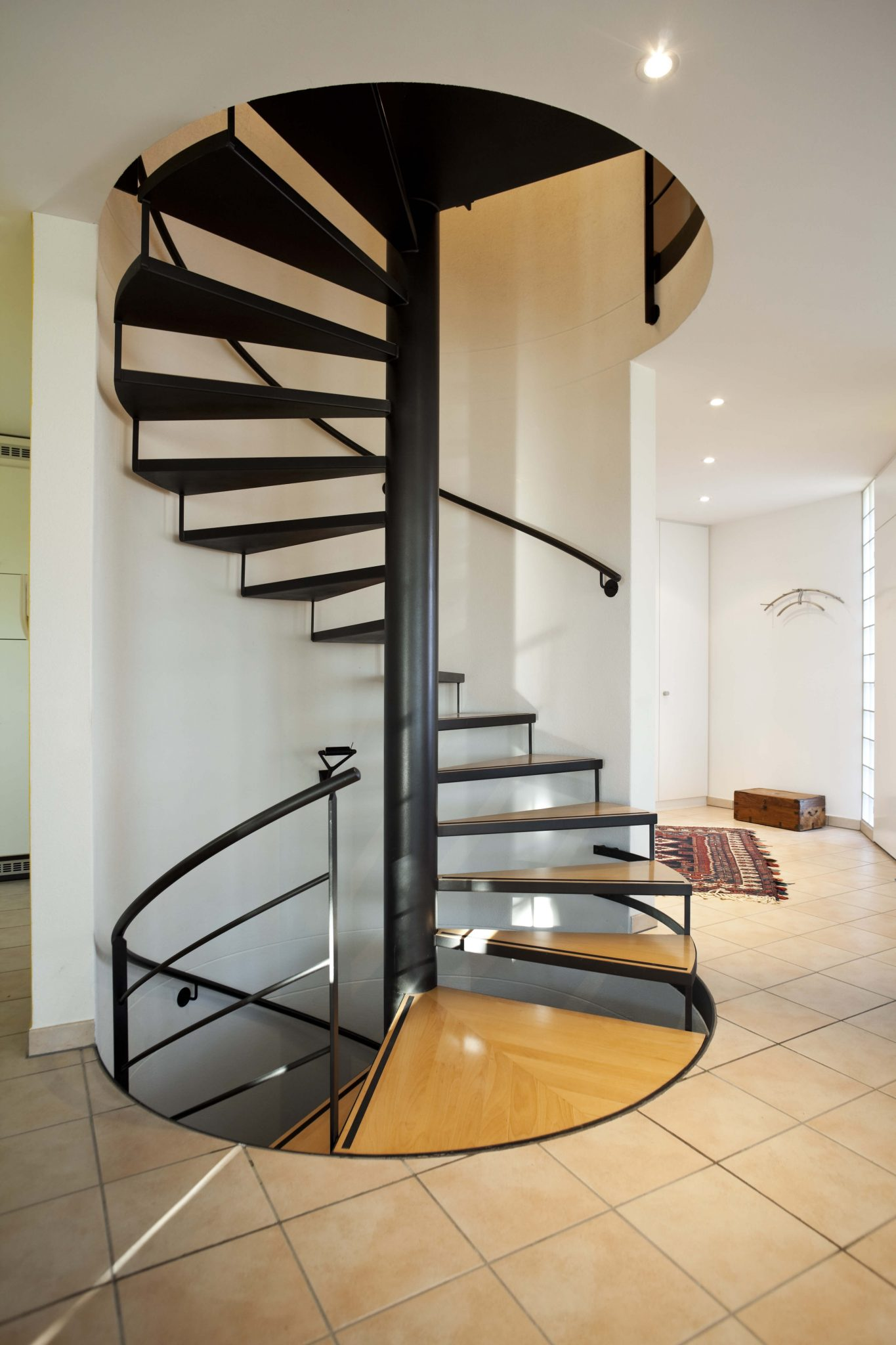 33 flamboyant modern staircase designs for Curved stair case