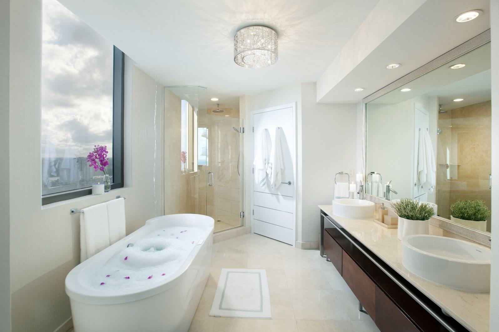 40 luxurious master bathrooms most with incredible bathtubs for Luxury bathroom vanity lighting