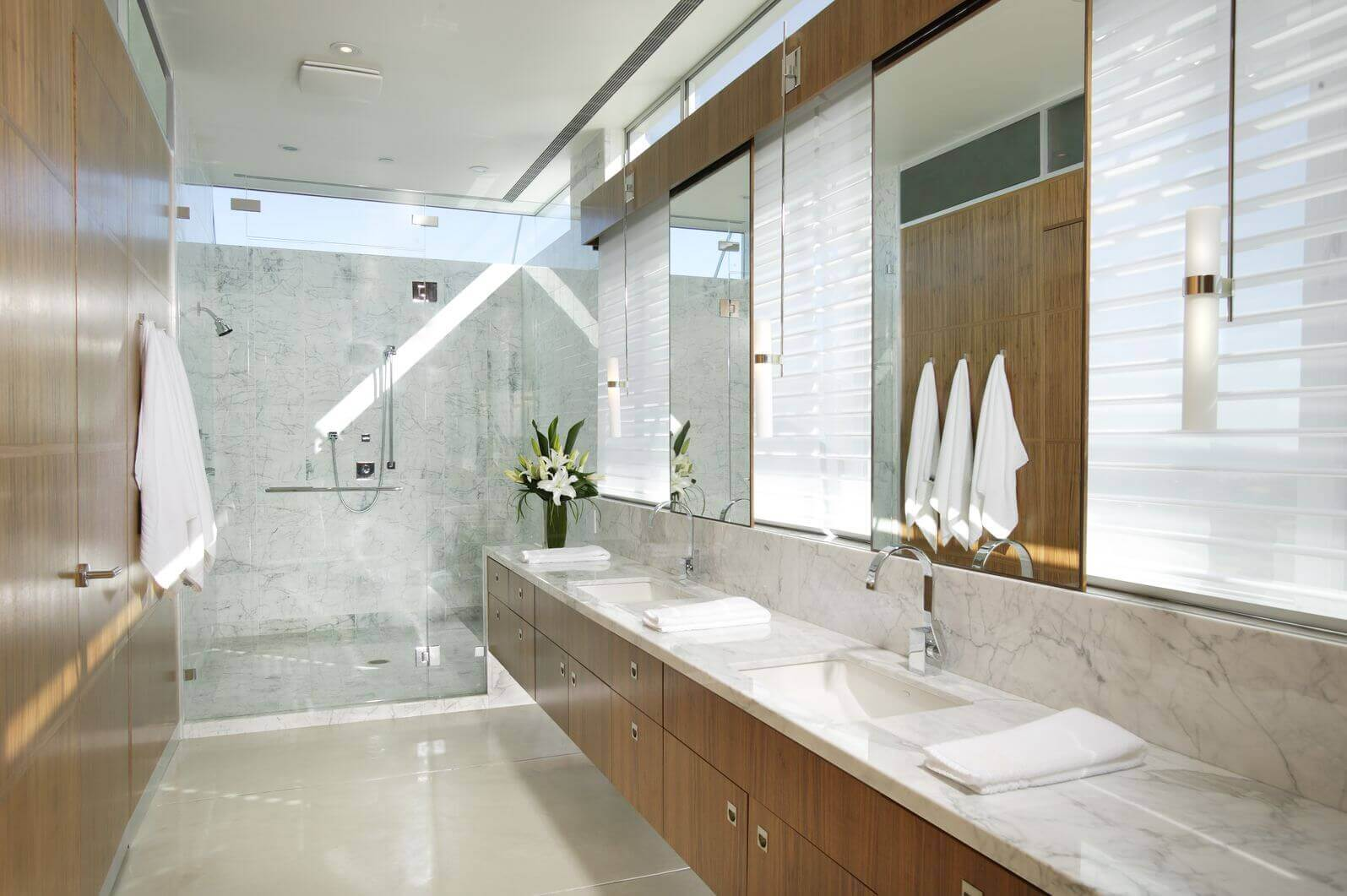 40 luxurious master bathrooms most with incredible bathtubs for Master bathroom ideas