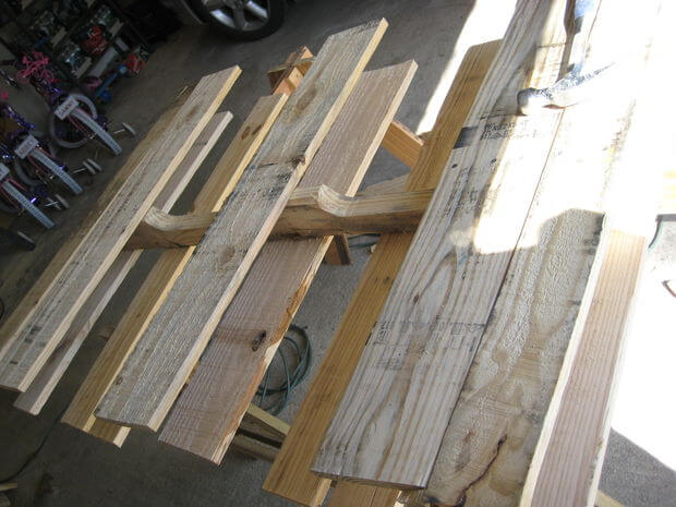 how to take apart pallet with hammer