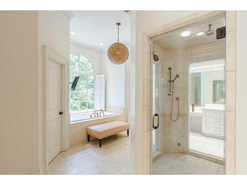 Luxury master bathroom - Is13rtzj61fsa20000000000