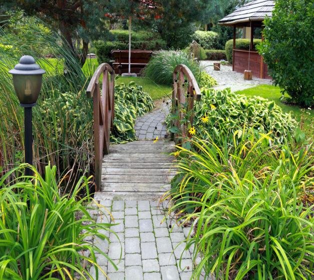 65 Walkway Ideas & Designs (Brick, Flagstone & Wood)