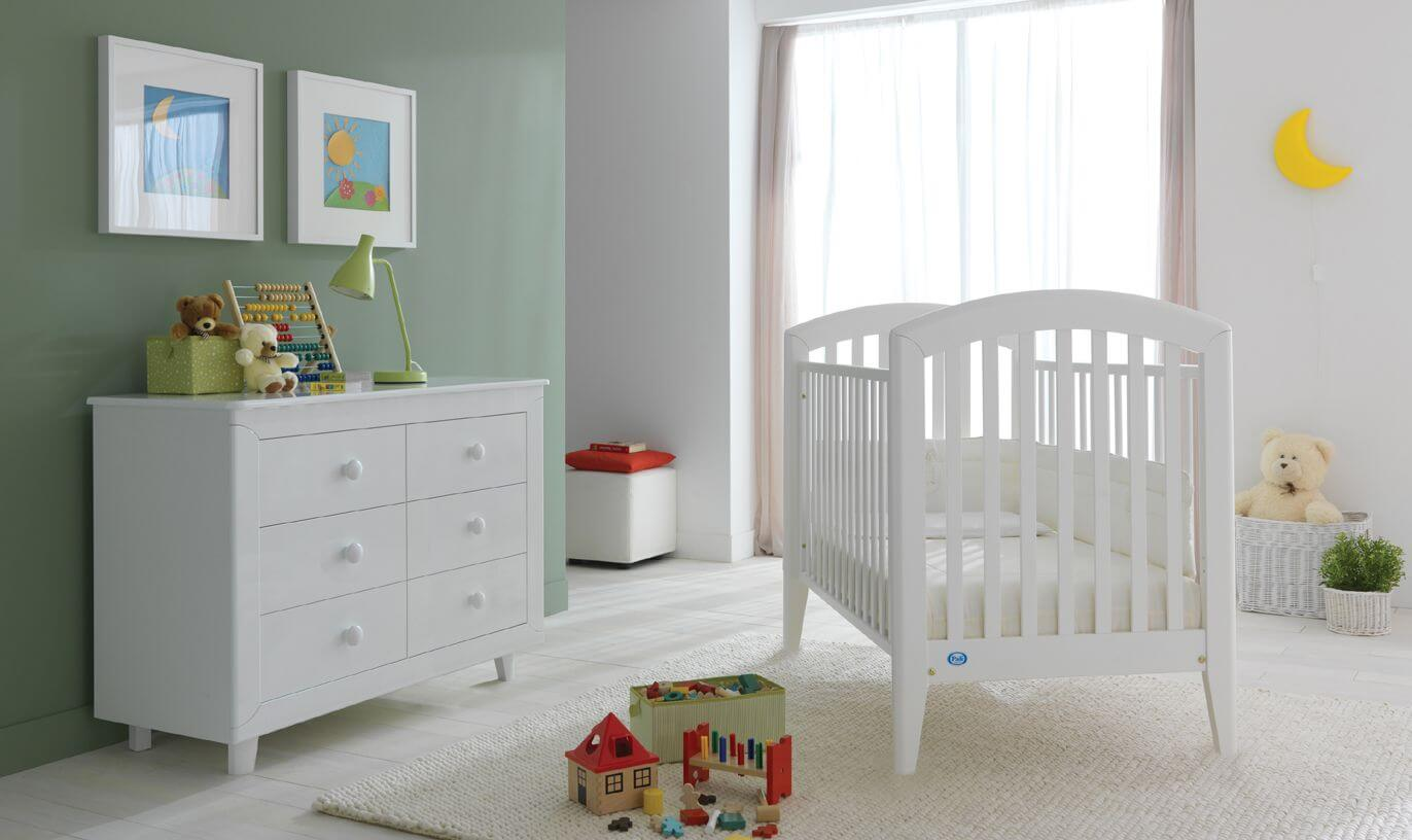 Green baby boy room decor - Bright White Wood Crib And Matching Dresser Over White Wood Flooring Stand Next To Singular Green