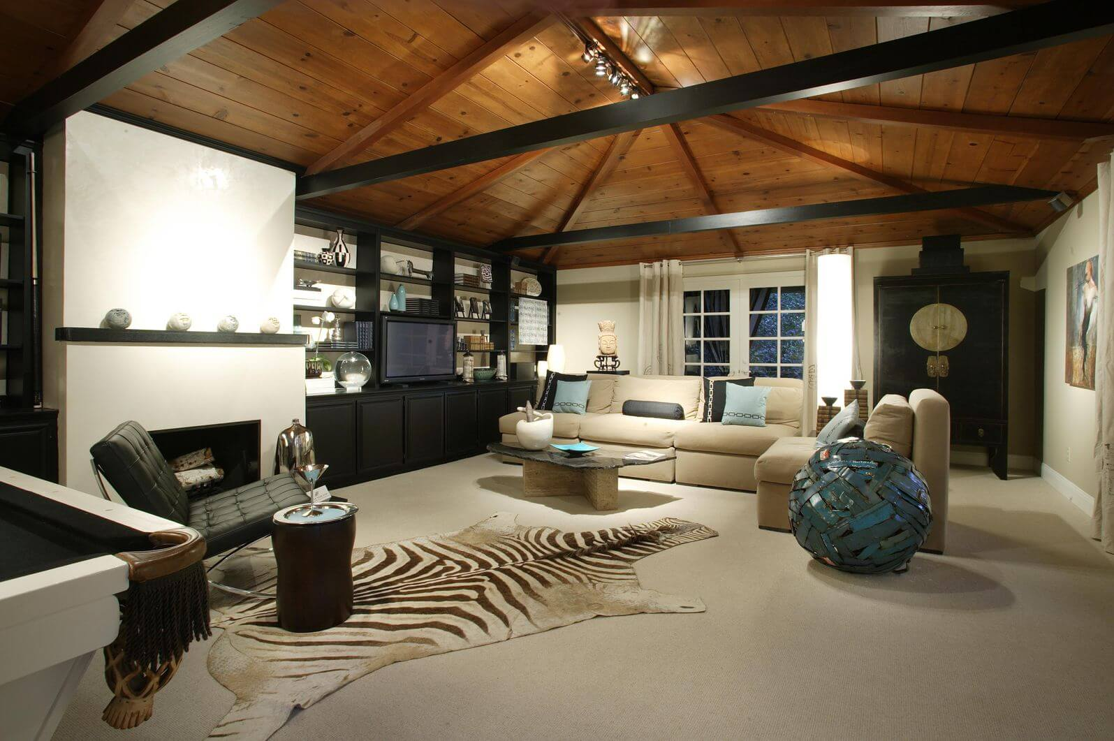 17 zebra living room decor ideas pictures for Casual family room ideas