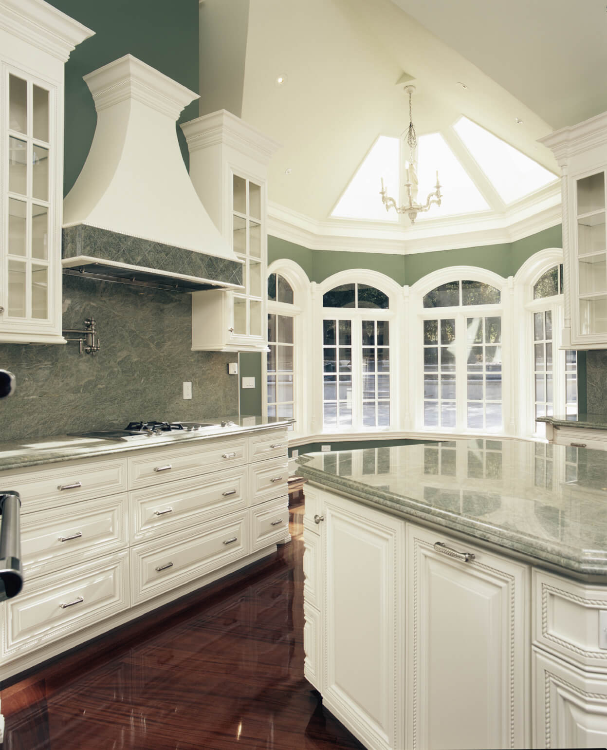 41 White Kitchen Interior Design & Decor Ideas (PICTURES)