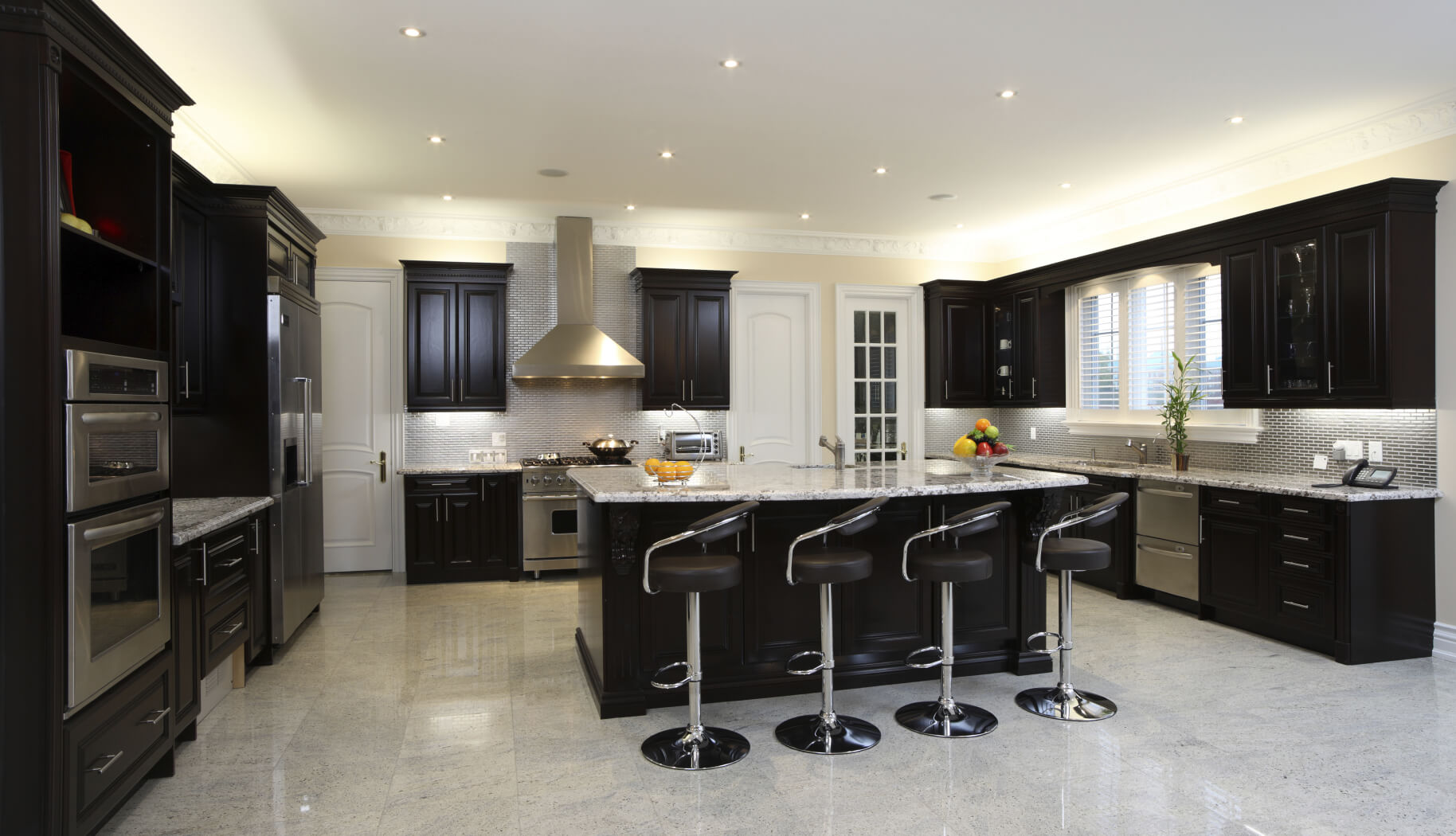 Spacious Modern Kitchen With Dark Cabinetry, Breakfast Bar, 4 Modern Diner  Style Stools And