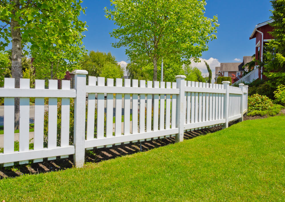 30 Picket Fence Ideas Best White Picket Fence Designs: 75 Fence Designs And Ideas (BACKYARD & FRONT YARD