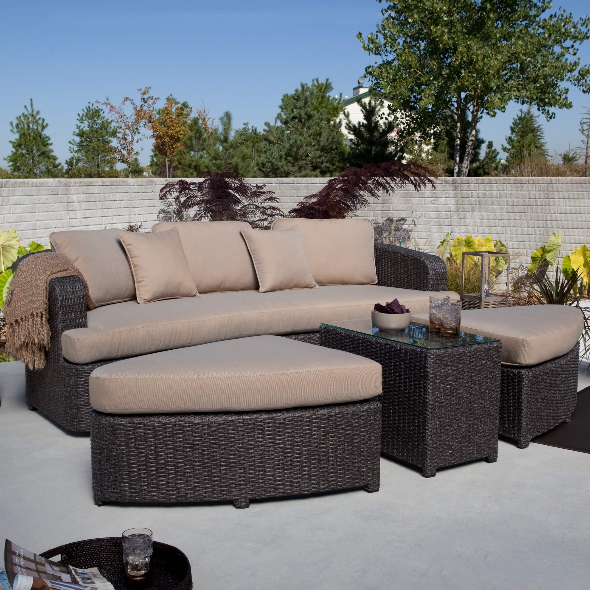 25 awesome modern brown all weather outdoor patio sectionals for Comfortable lawn furniture