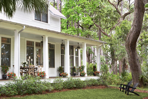 Linda mcdougald design helps create charming southern for Homes with verandahs all around