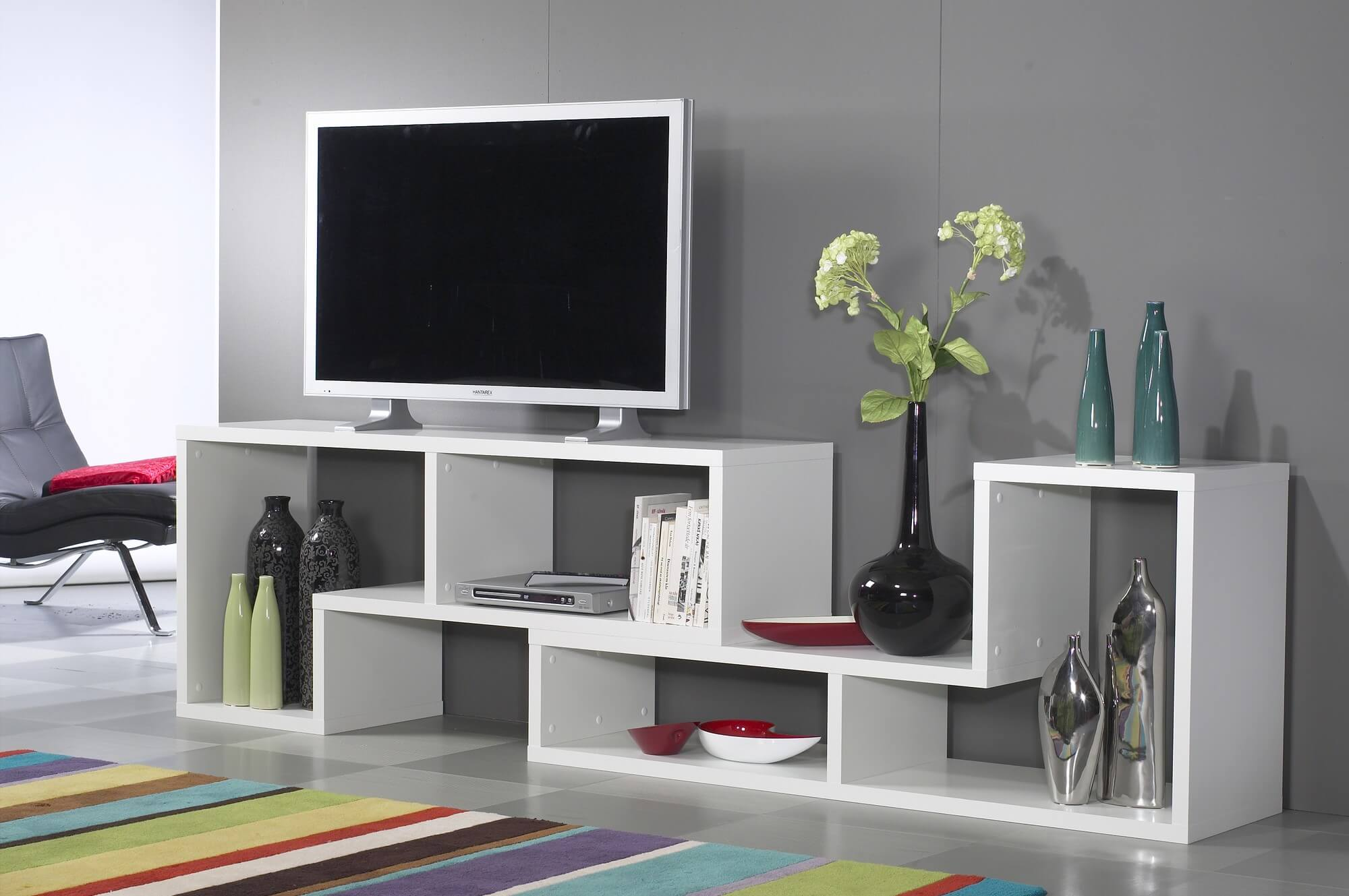 This is a horizontally oriented modern 6cube shelving unit that as