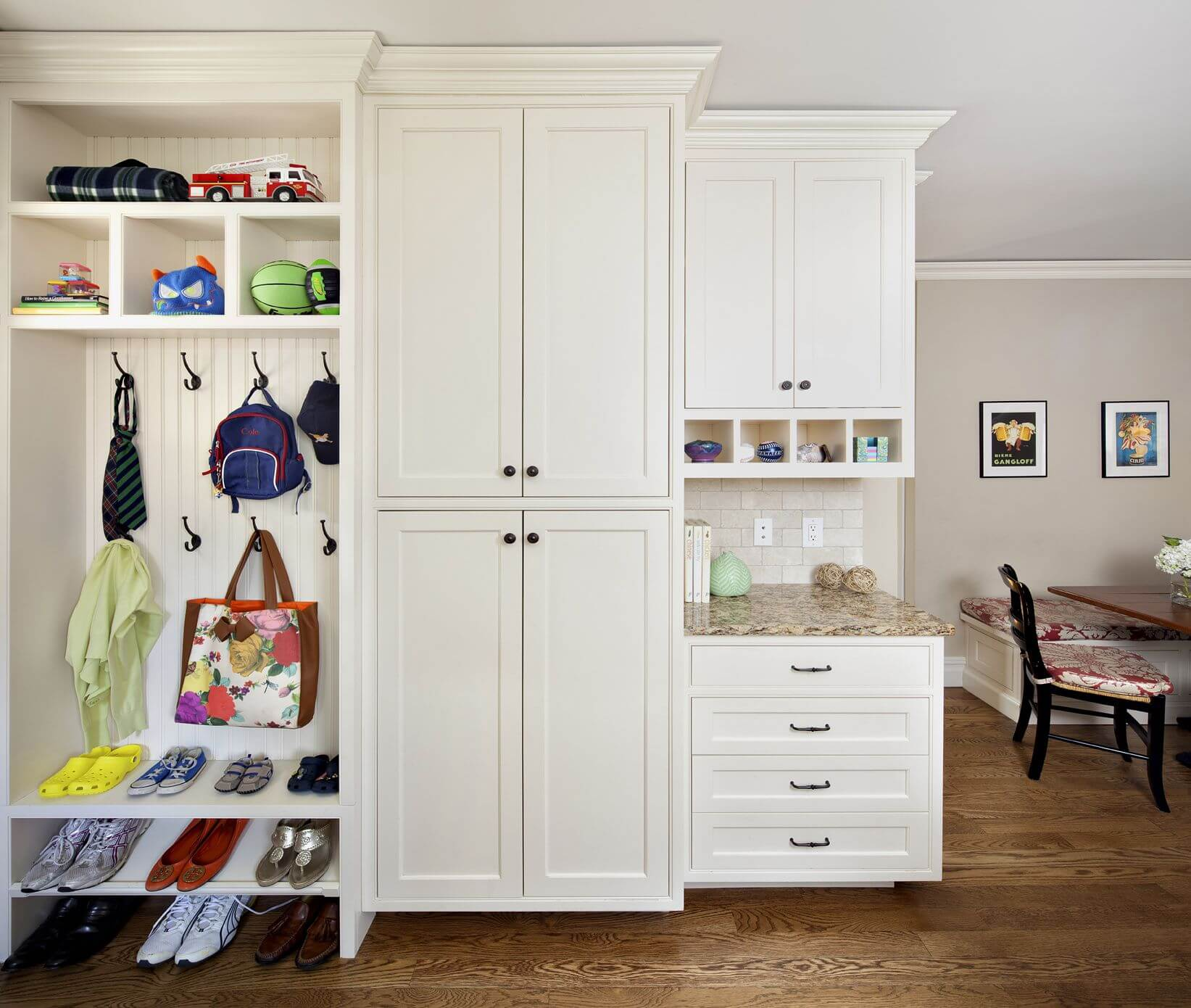 22 incredible mudroom ideas with storage lockers benches for Small dining area solutions