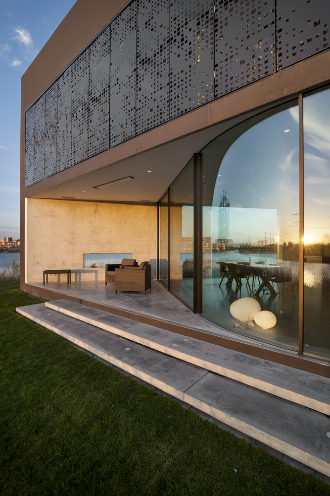 This angle shows the transparent exterior at its most evocative: we can see right through the home, across the river from the opposite side.