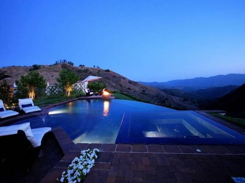 Another spectacular infinity pool at night. This property is situated very high up over a canyon. The infinity pool choice is ideal for this property setting.