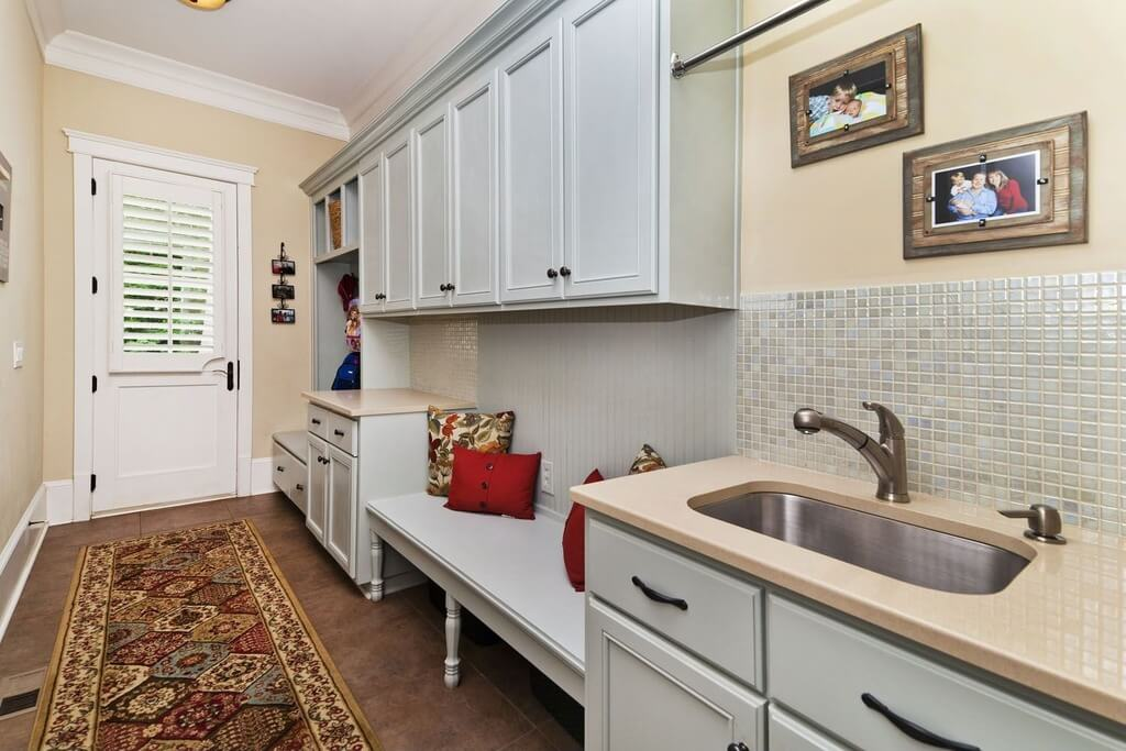 22 incredible mudroom ideas with storage lockers benches for Mudroom sink ideas