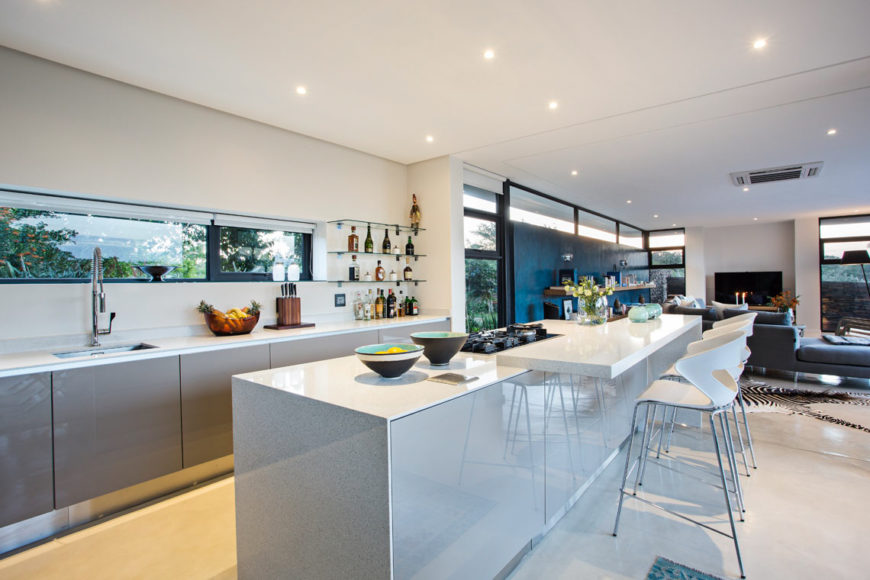Metropole architects design contemporary minimalist safari for Budget kitchens south africa