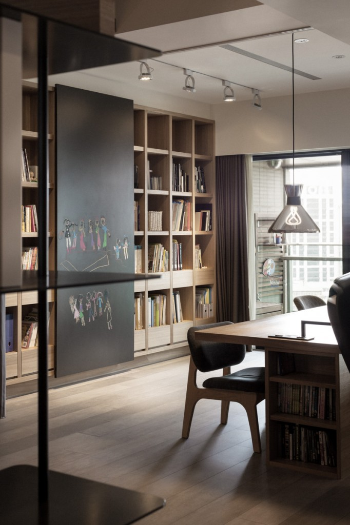 Private Library Study Rooms: PartiDesign Creates Spacious Open-Concept Apartment
