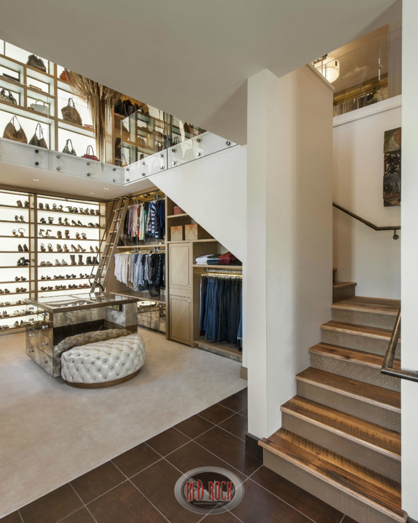 11 incredible walk in wardrobes for women by top designers for Houses with walk in closets