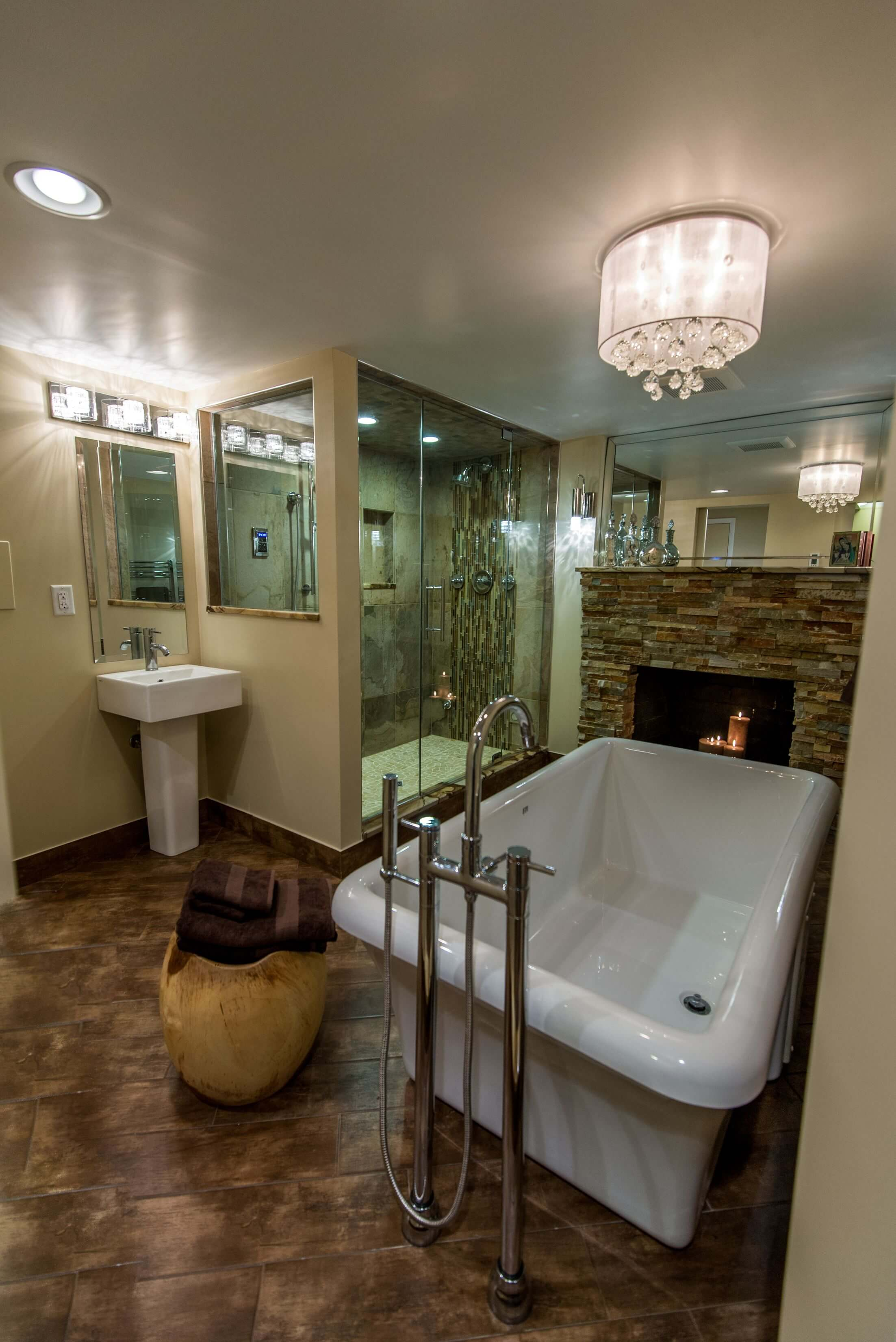 18 Master Bathrooms with Fireplaces – Graphic World Co®