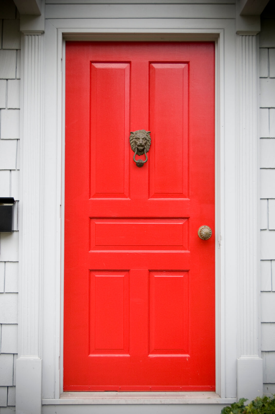 35 different red front doors many designs pictures off white molding and framing support this bright red door which has five rectangular rubansaba