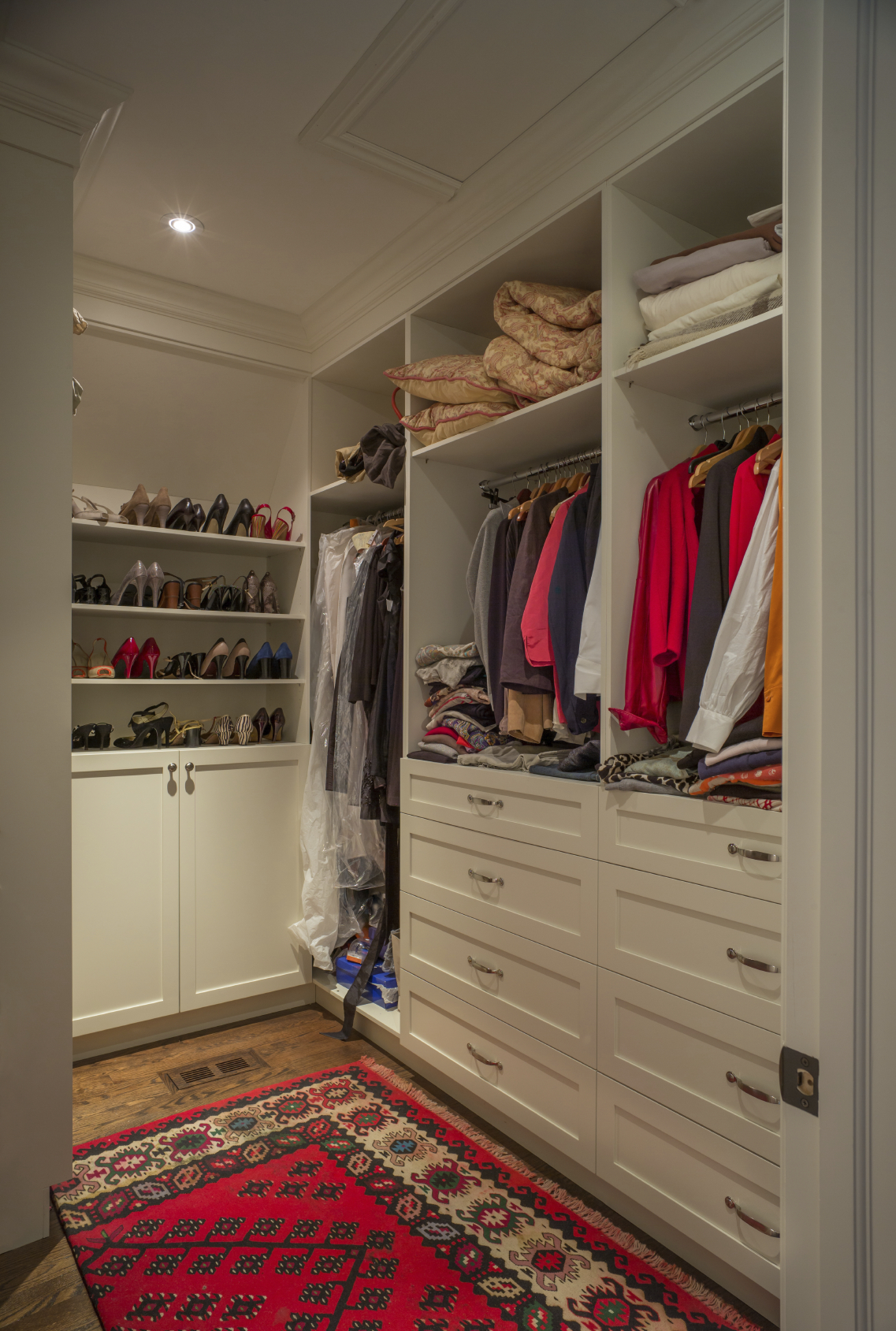 28 incredible walk in closets wardrobes for men and women for Best walk in closet