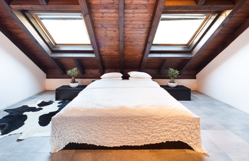 Dark Stained Wood, Cowhide, And A Ruffled Bedspread Create A Contrast Of  Masculine And