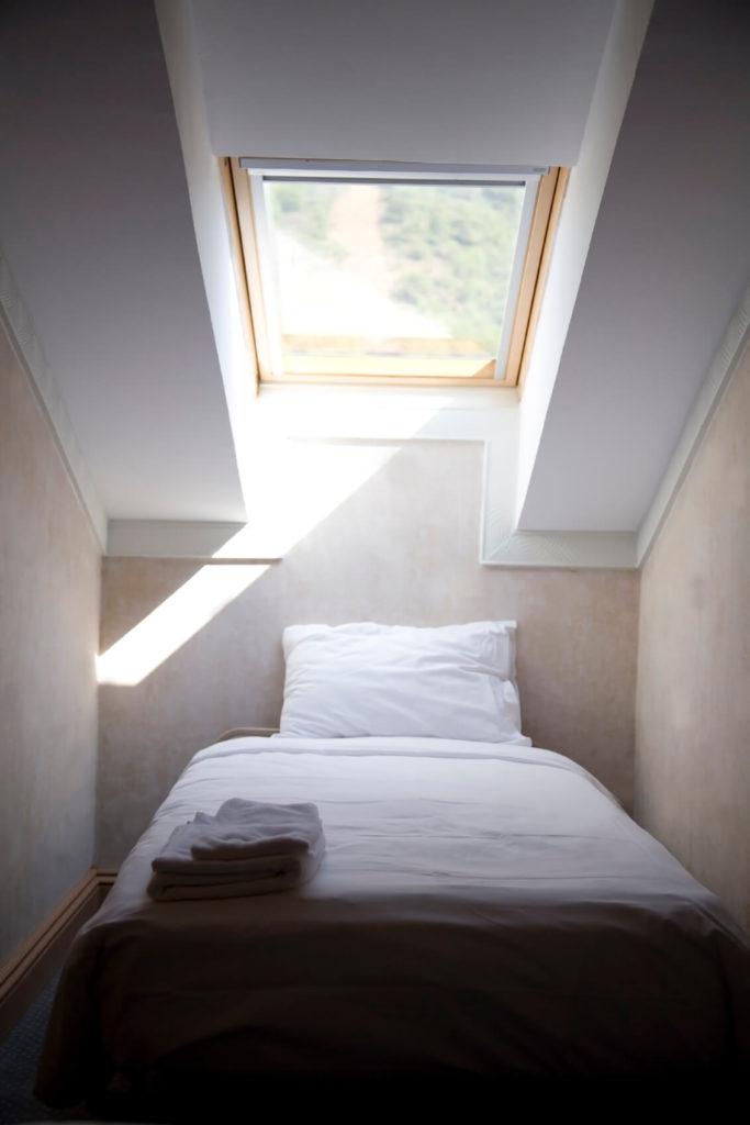 design small attic bedroom - 31 Attic Bedroom Ideas and Designs