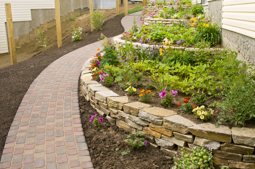 27 backyard retaining wall ideas and terraced gardens for Terraced house garden ideas
