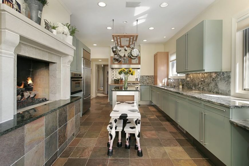 A Country Kitchen With Contemporary Flair The Modern Style Cabinets Are In A Pale