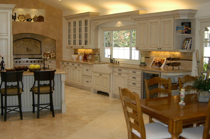 A Very Spacious Contemporary Country Kitchen With An Eat In Bar And A Hardwood Table