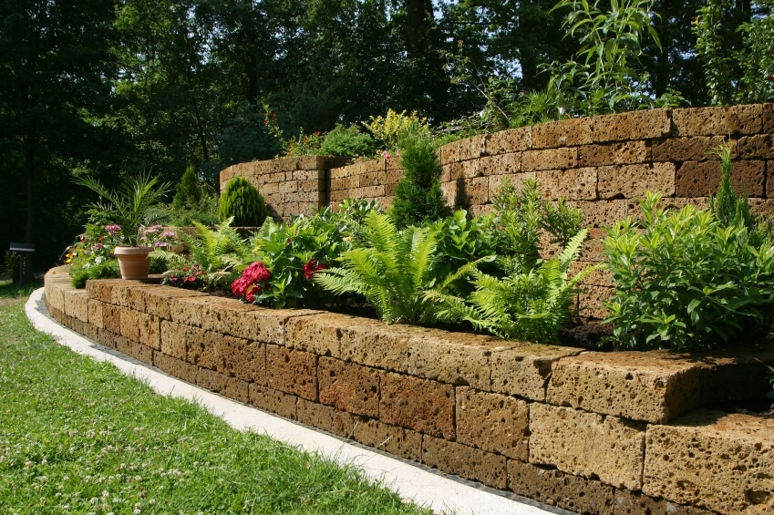 backyard retaining wall ideas and terraced gardens, retaining wall backyard landscaping ideas