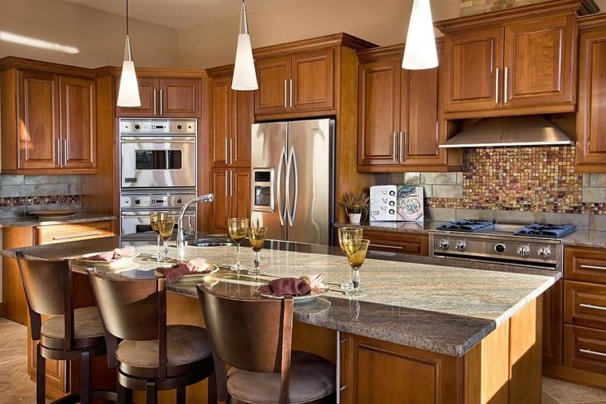 This Luxurious Kitchen Has Two Different Materials In The Backsplash A Metallic Stone Subway
