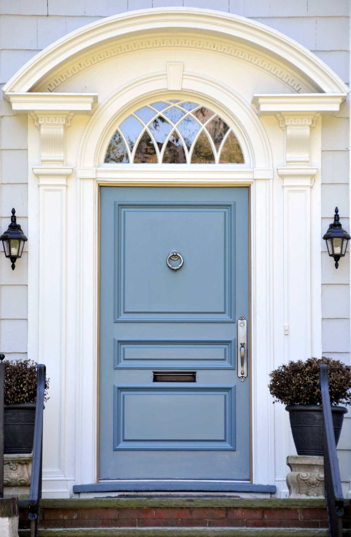 21 cool blue front doors for residential homes for Door with light