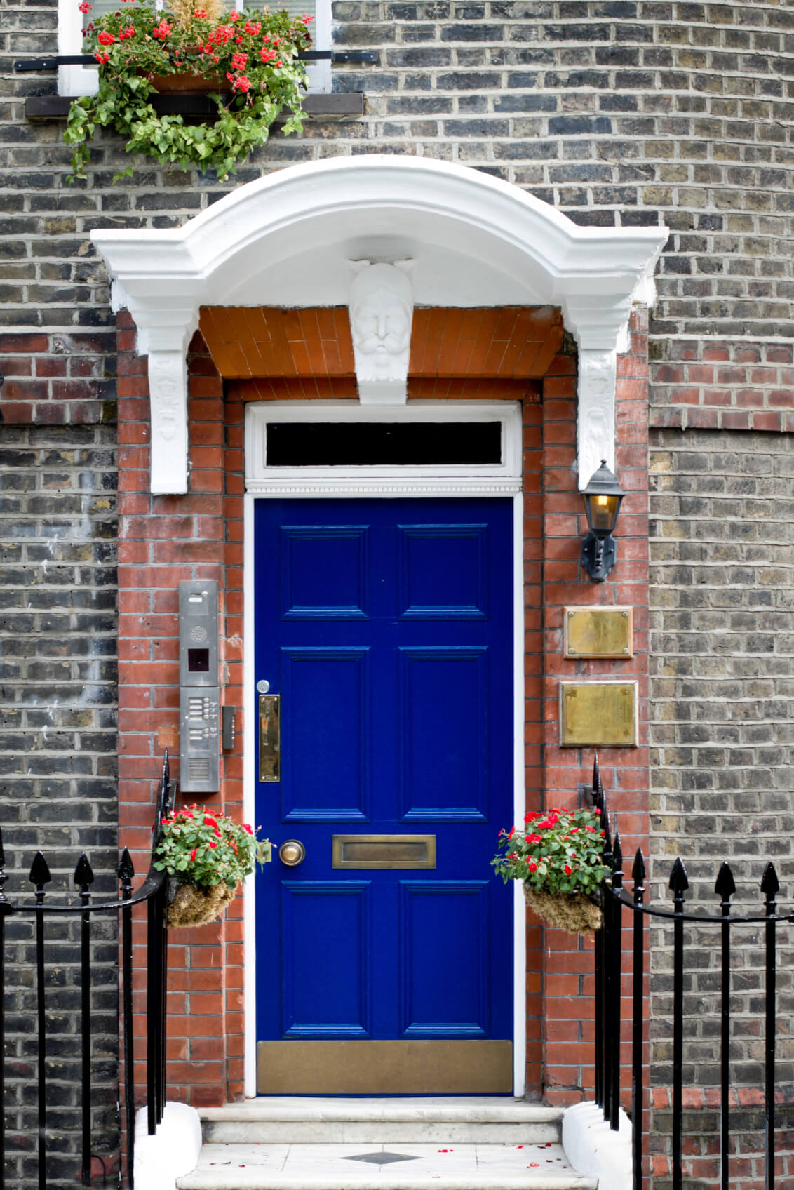 21 cool blue front doors for residential homes the facade of this home is made out of red brick the doorway has red rubansaba