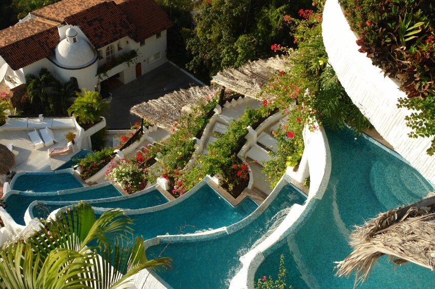 80 Fabulous Swimming Pools with Waterfalls (Pictures)