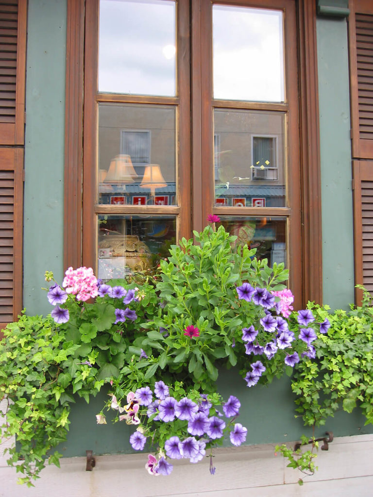 32 Stunning Flower Box Ideas Amp Arrangements