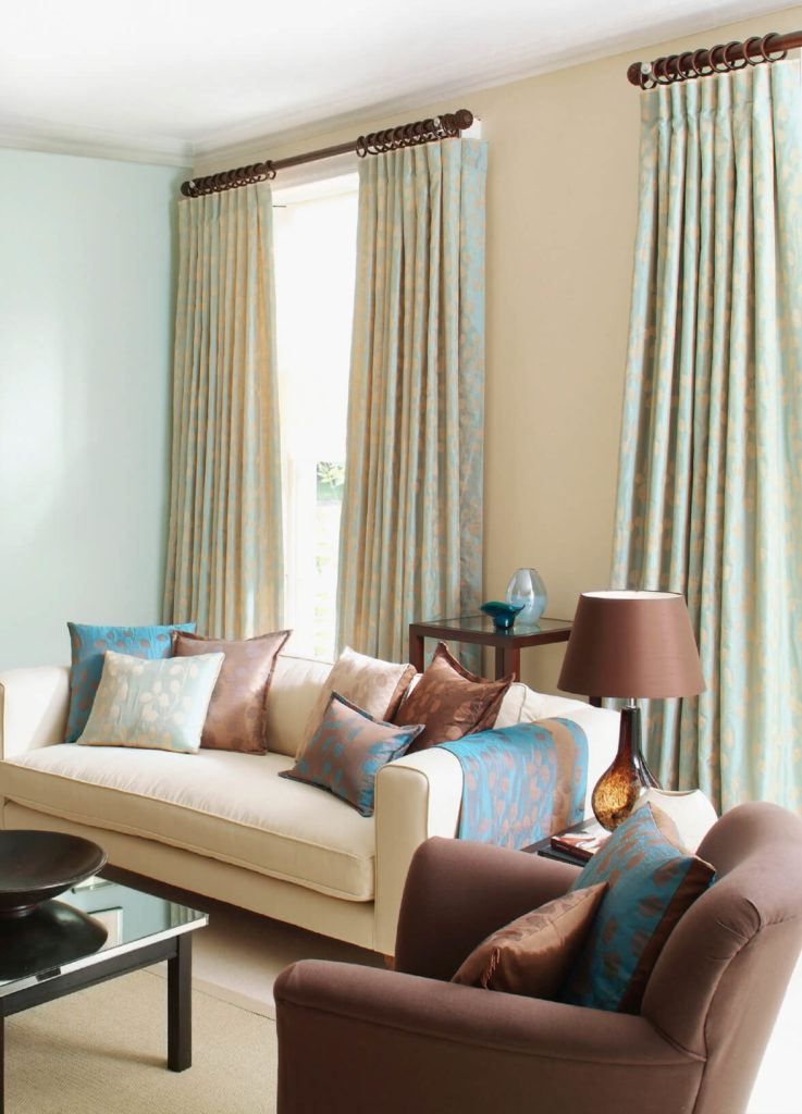 A Delicate Pattern In The Curtains That Matches Accent Pieces In The Room  Is A Great
