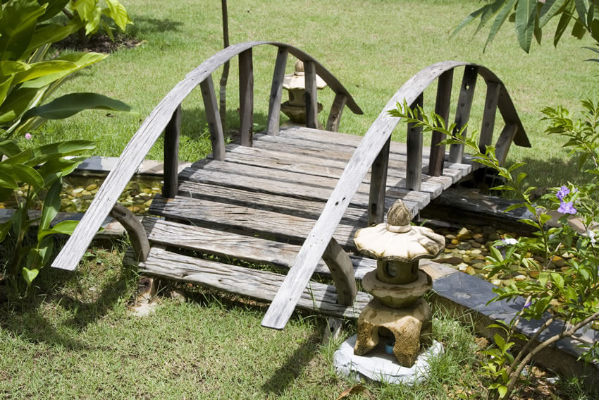 the simple rustic design of this japanese bridge invokes the image of a wagon wheel - Japanese Garden Bridge Design