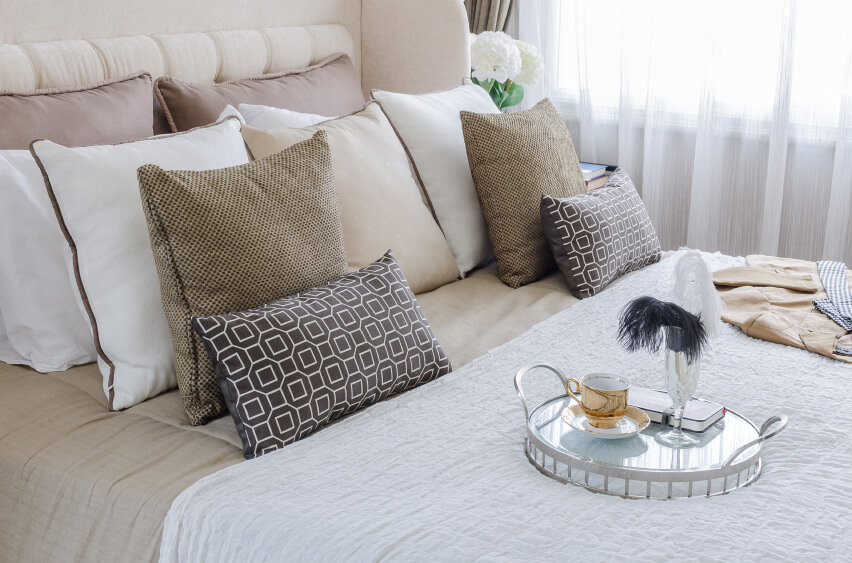 Bedroom Pillow Layout