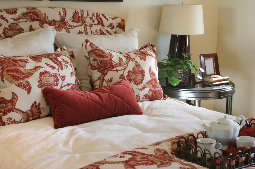 50 Decorative King And Queen Bed Pillow Arrangements