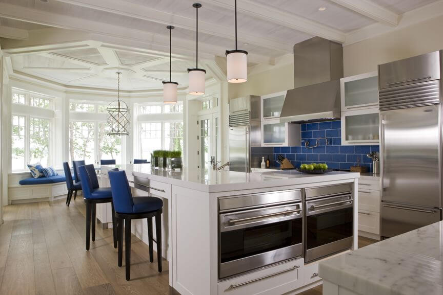This dynamic kitchen design is absolutely breath-taking. With hints of royal blue one the kitchen backsplash and seatings, this chic space has the perfect amount of contrast. Large elegant styled window panes create a shapely entrance into this magnificent room.