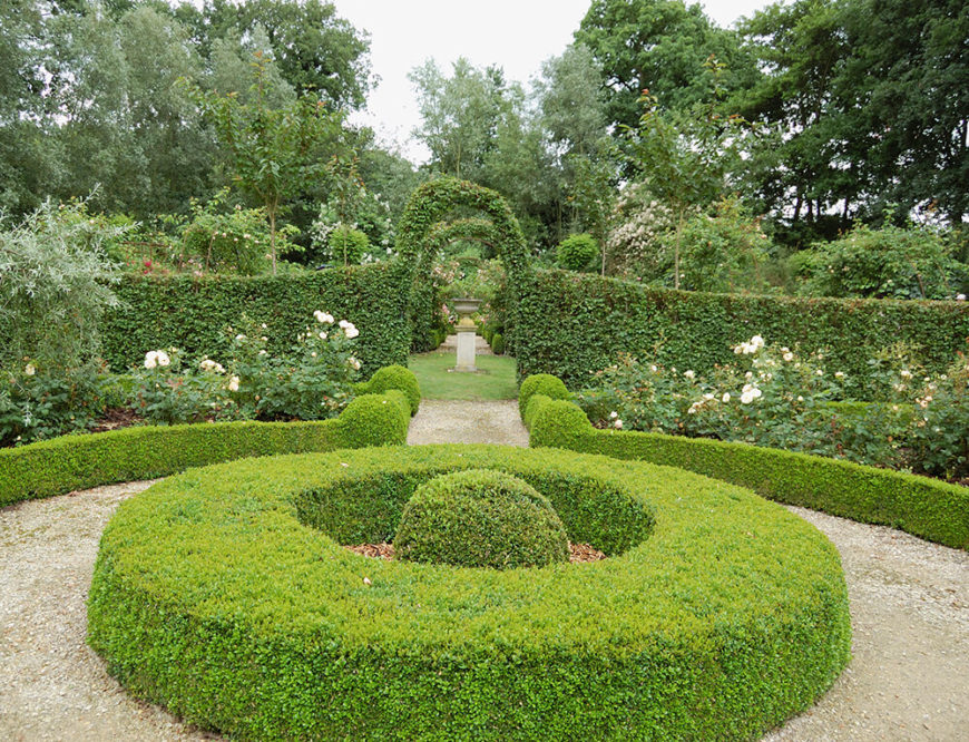 Garden hedge designs images galleries for Garden design ideas with hedges