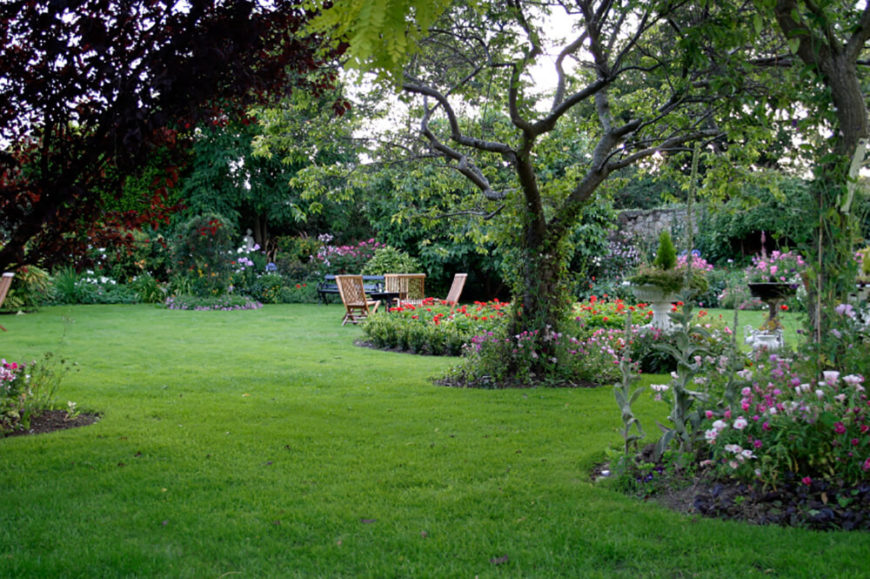 41 stunning backyard landscaping ideas pictures for Beautiful yard landscapes