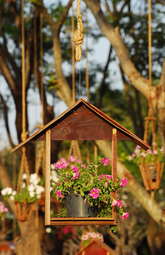 Reusing an old birdhouse as a hanging