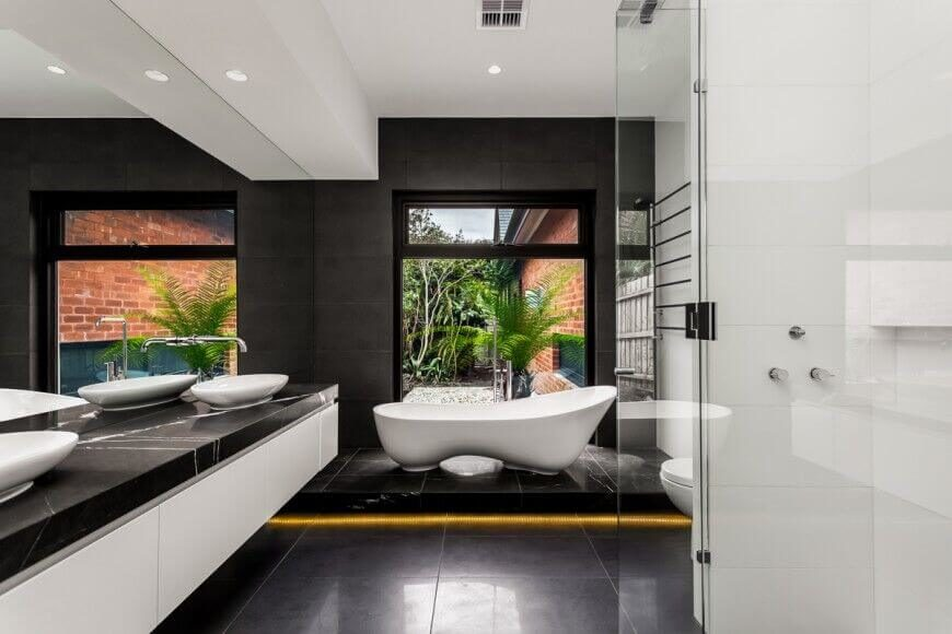 Miraculous 30 Master Bathrooms With Free Standing Soaking Tubs Pictures Largest Home Design Picture Inspirations Pitcheantrous