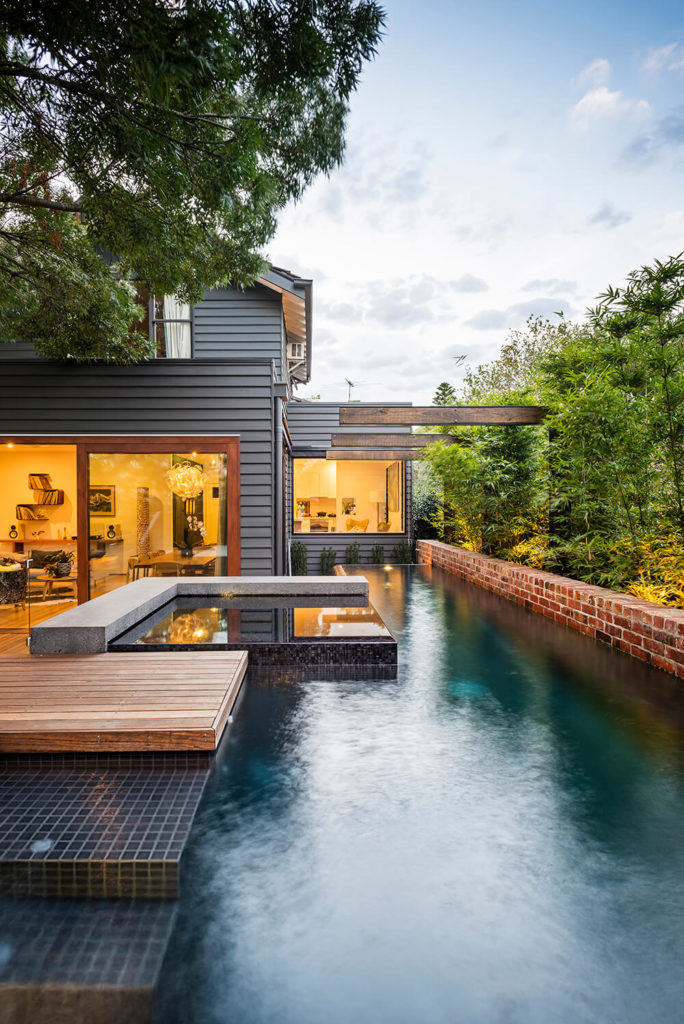 Viewed directly, the pool features mirror and match the largely square shapes of the house design. With full height windows and extra large sliding doors, the interior is visually open to the outdoors.