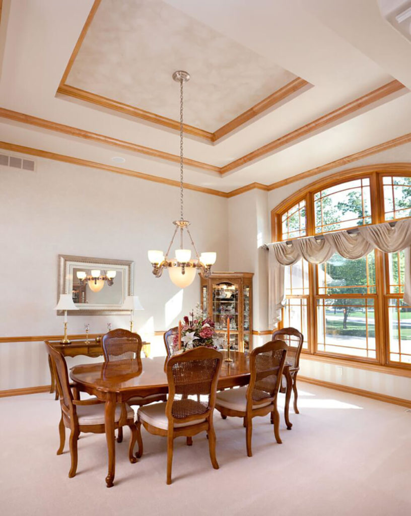 24 Stunning Dining Rooms With Chandeliers (PICTURES