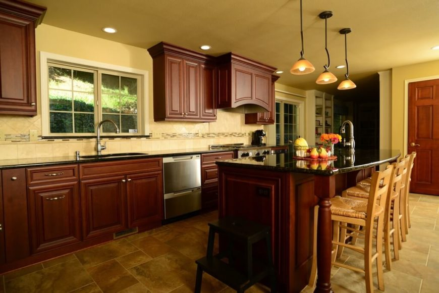 25 Remarkable Kitchens with Dark Cabinets and Dark Granite (GREAT ...