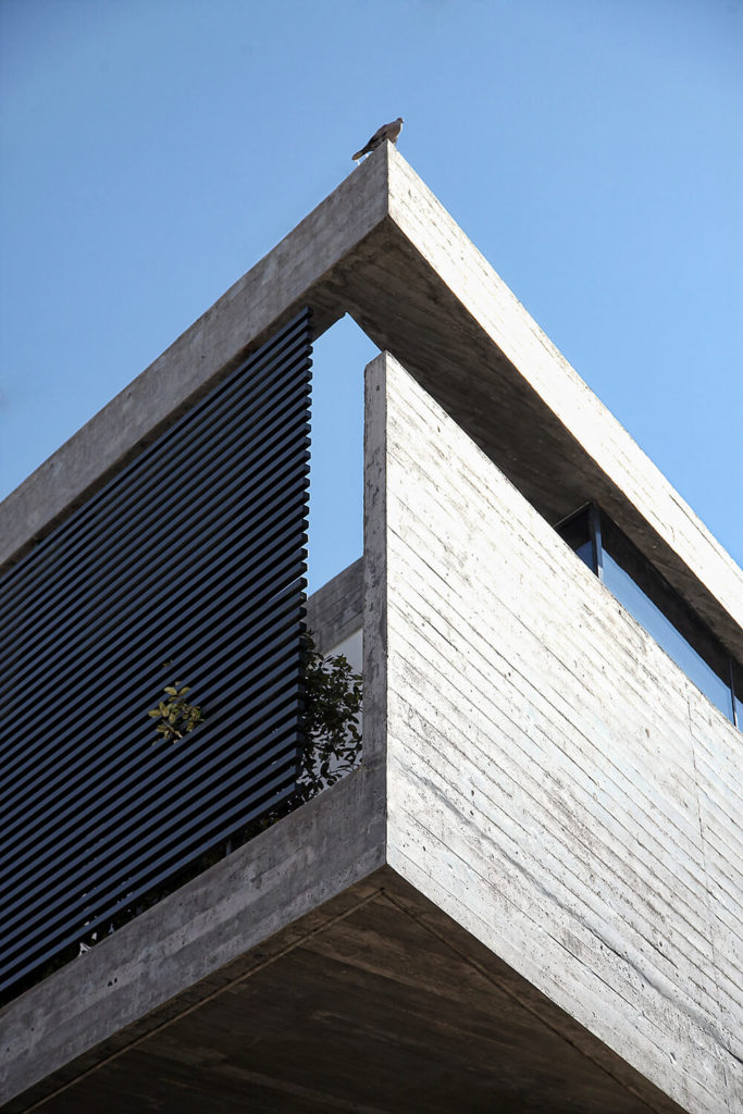 Here you can better see the overall construction of the second floor's concrete slabs. The entire exterior of the level is structured like this, creating a protective shell of privacy. This contrasts the open feel of the first level and its extensive use of glass.