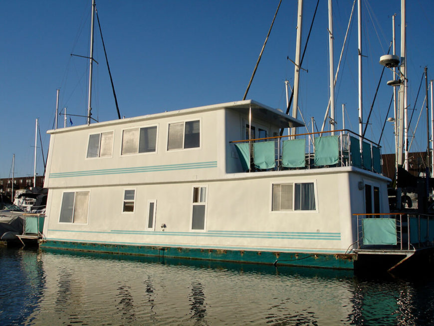32 Incredible And Unique Houseboat Designs (Photos)
