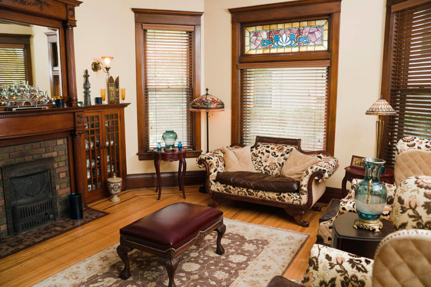 21 Living Rooms With Antique Furniture -